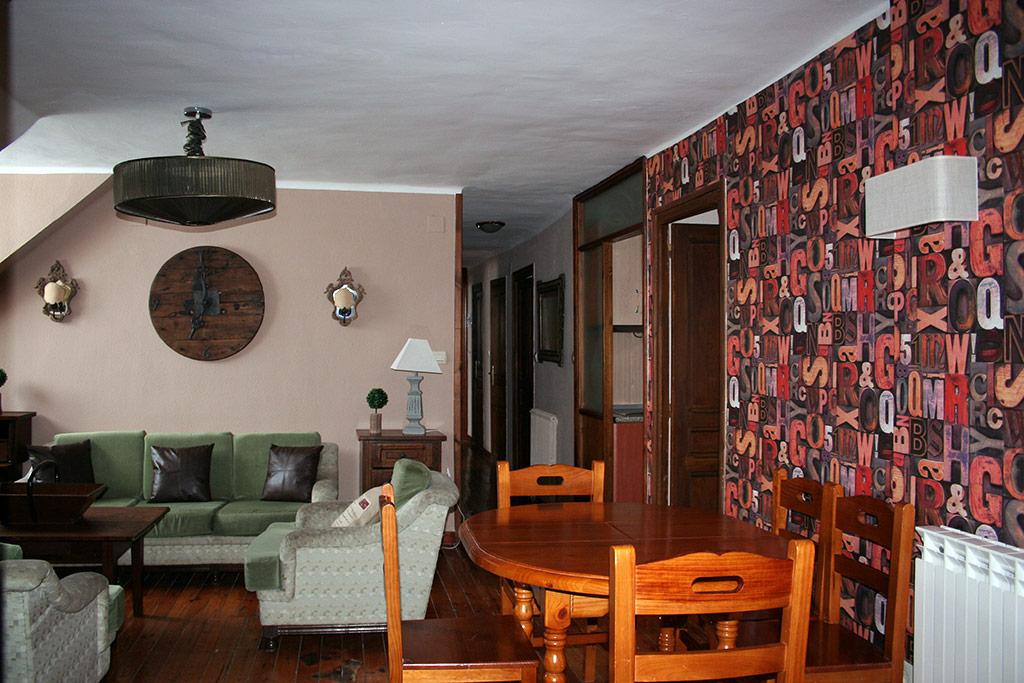 Apartamento tres habitaciones y sal n 6 pax hotel balaitus for Diseno de apartamento de 3 habitaciones